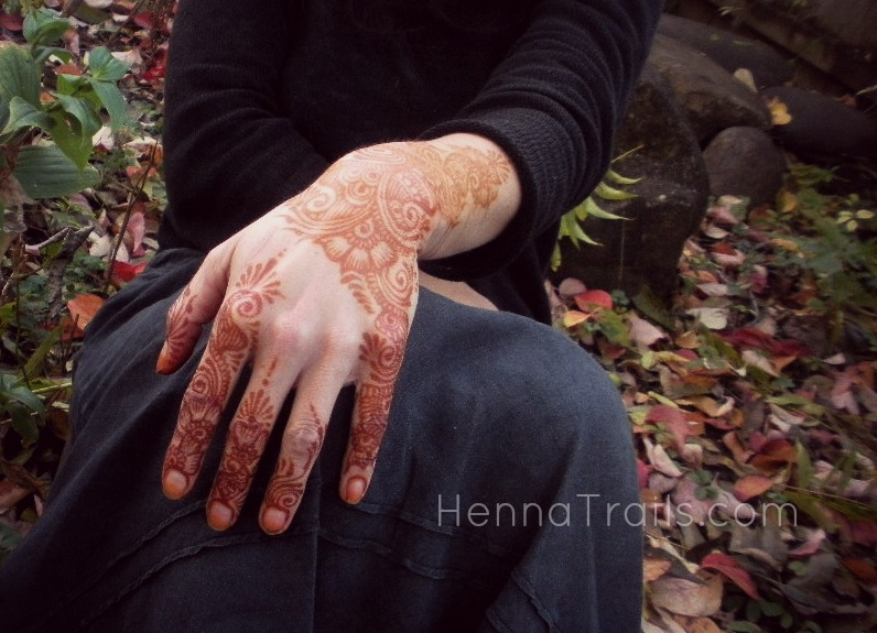 A few hours after rubbing the natural henna paste off my skin.