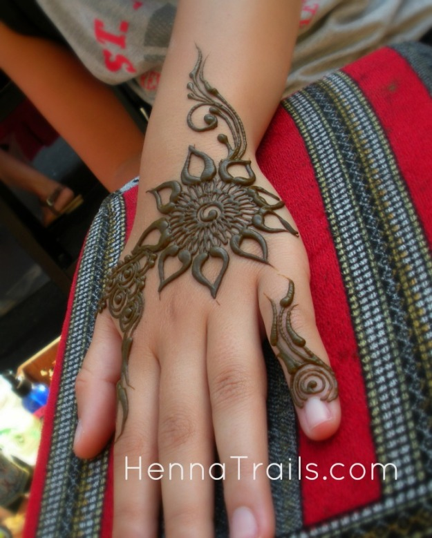 Henna design inspired by Arabian Penninsula by Liz Ging at the Thursday Night Market, henna by Kristy McCurry.