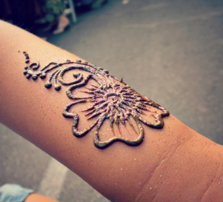 Henna with a dash of purple toned cosmetic glitter at the Thursday Night Market