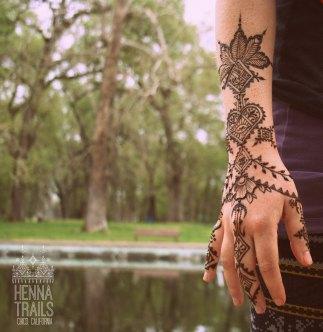 Folky geometric Morocco inspired spring henna